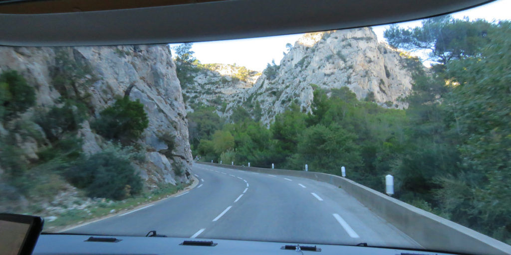 continue-journey-to-cruges-les-pins-from-toulons-1