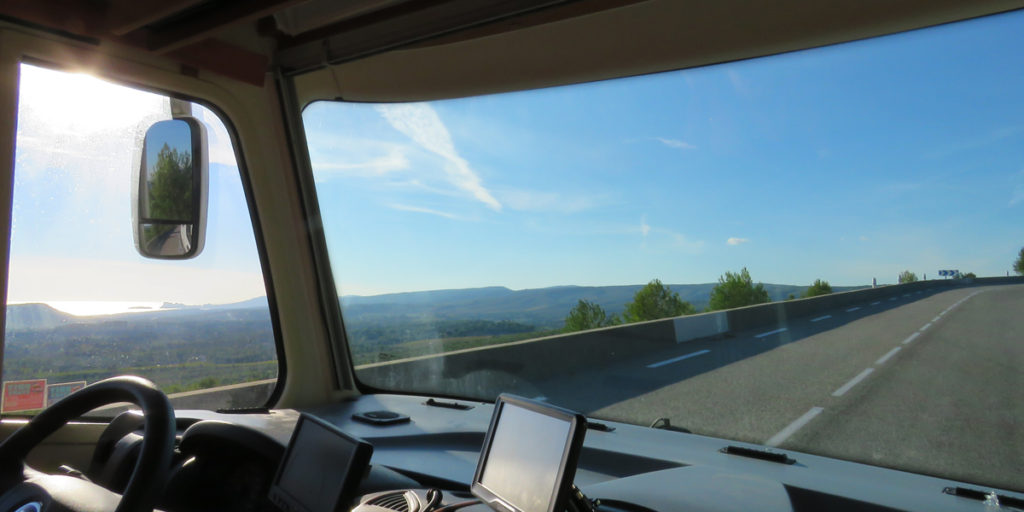continue-journey-to-cruges-les-pins-from-toulons-2