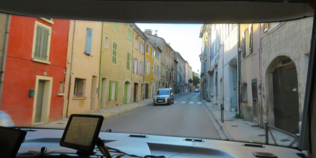cruges-les-pins-narrow-streets-1