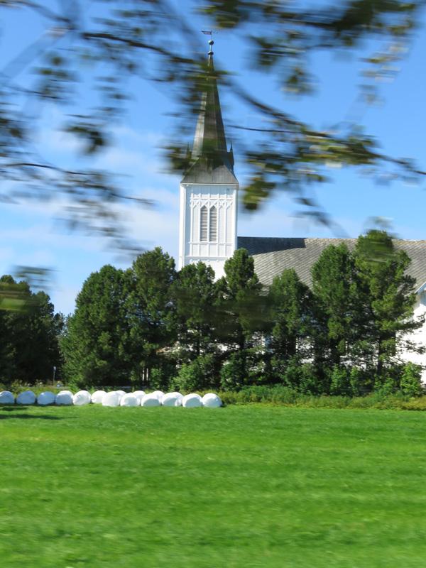 fancy-church-on-road-to-sortland