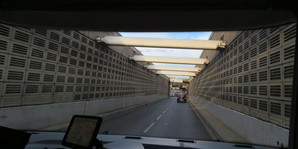going-through-marseille-narrow-tunnel-9