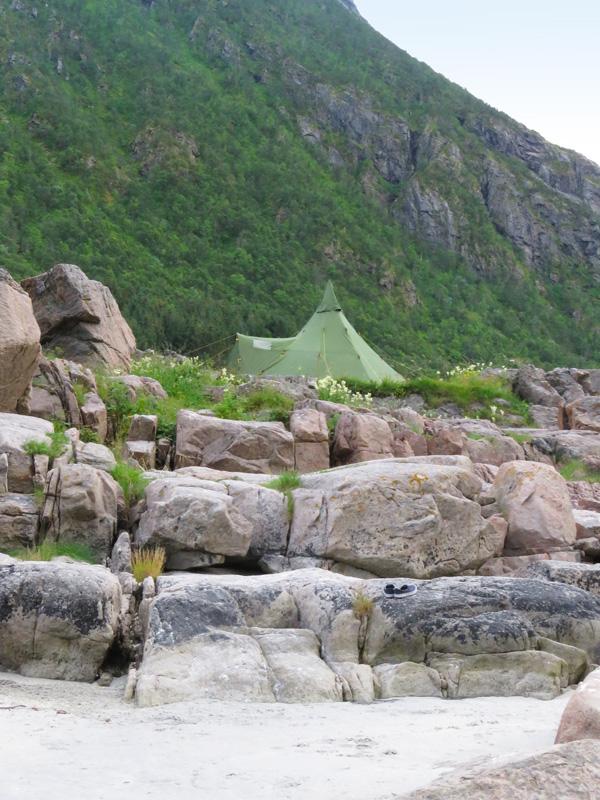 rorvika-beach-near-henningsvaer-1