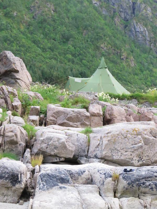 rorvika-beach-near-henningsvaer-17