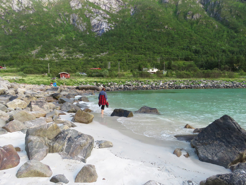 rorvika-beach-near-henningsvaer-5