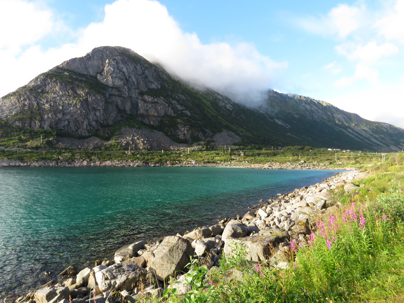 rorvika-beach-near-henningsvaer-8
