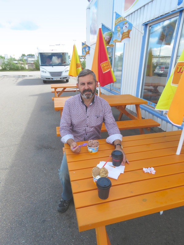stop-at-motorhome-dealer-and-find-ice-cream-shop-1