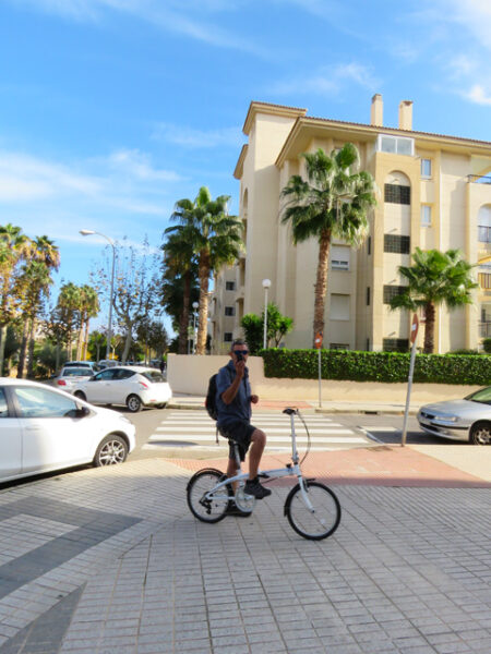 Cycling around L'Albir trying to find the market.