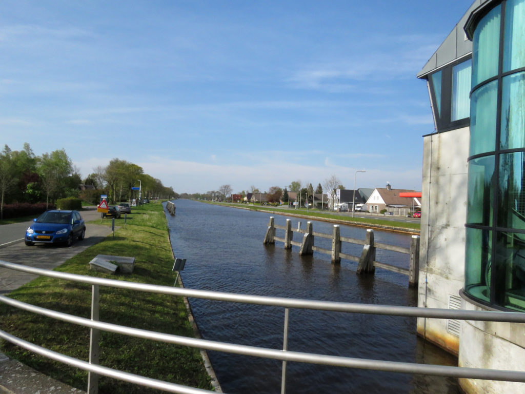 Leaving the aire at Giethoorn.