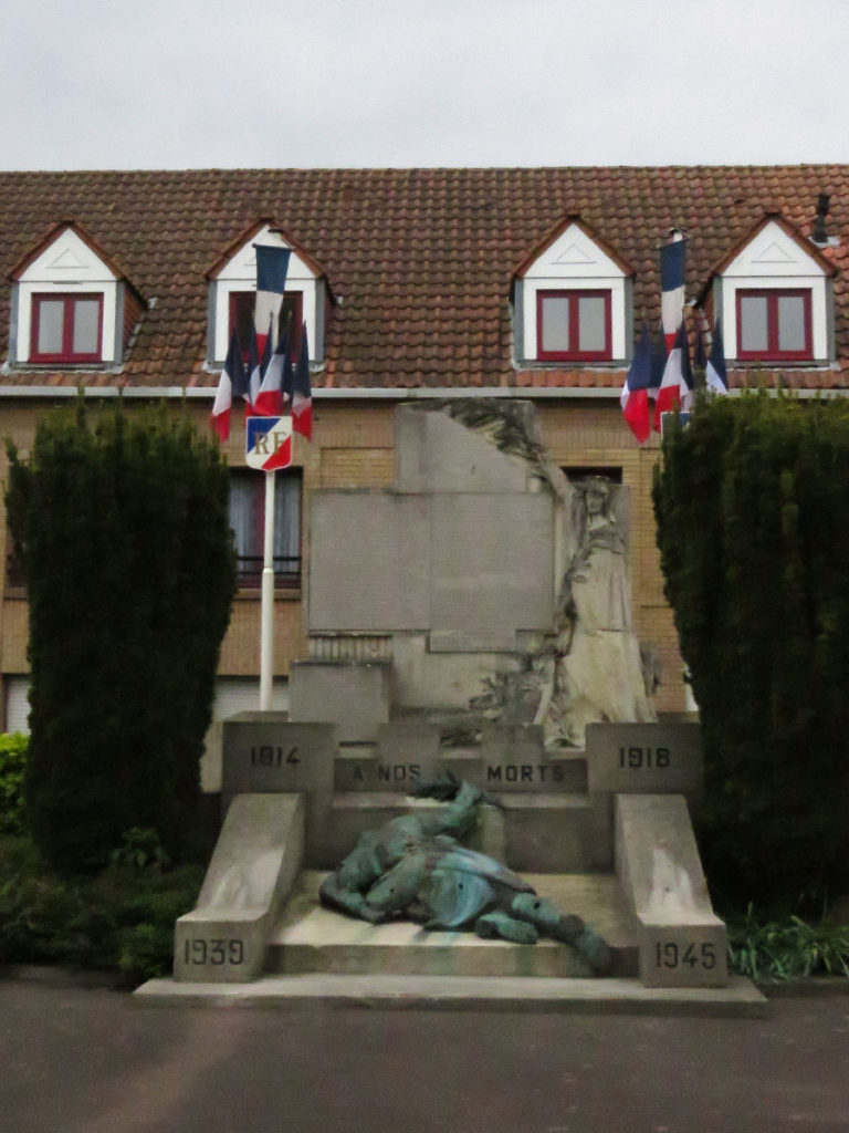 This memorial commemorates the residents of Bergues who were killed or missing in wars between 1914-1962.